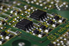 有芯片和收音机组分的电路板 图库摄影