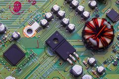 有芯片和收音机组分的电路板 库存照片
