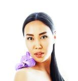 有花兰花关闭的年轻人相当亚裔妇女隔绝了sp 免版税图库摄影