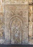 有花卉样式和书法的, Ibn Tulun清真寺,开罗,埃及华丽被刻记的石墙 免版税图库摄影