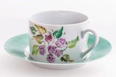 有花卉装饰的茶杯 图库摄影