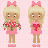 有花和心脏花束的情人节两女孩  库存图片