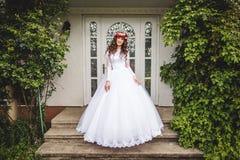 有花圈的新娘 图库摄影