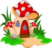 有花庭院的蘑菇房子  免版税库存照片