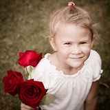 有花束的愉快的孩子 库存照片