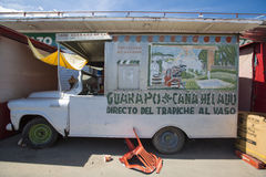 有花梢设计的,玻利瓦尔城,委内瑞拉老食物卡车 图库摄影