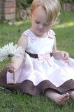 有花的女孩 库存图片