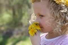 有花的女孩 图库摄影