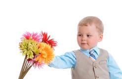 有花的小男孩 免版税库存照片