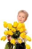 有花的小白肤金发的男孩 免版税库存图片
