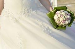 有花的新娘 免版税库存照片