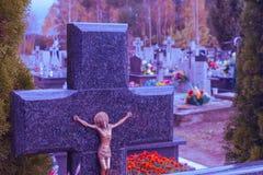 有花的现代公墓 库存图片