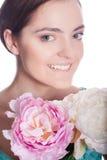 有花的美丽的妇女 免版税图库摄影