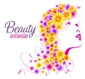 有花的花卉头发的美丽的性感的妇女 免版税库存图片