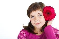 有花的逗人喜爱的女孩 免版税库存照片