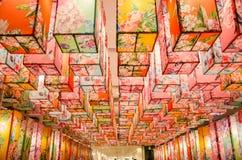 有花纹花样的中国灯 免版税库存照片