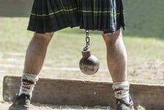 有苏格兰男用短裙的苏格兰人 免版税库存图片