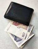 有英磅的黑钱包 库存照片
