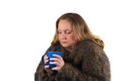 有茶杯的病的妇女 库存图片