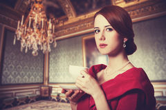 有茶的妇女。 免版税库存照片