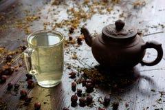 有茶的茶壶 免版税图库摄影