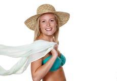 有草帽和比基尼泳装的妇女 库存照片