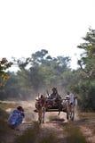 有草稿的鞔具的缅甸农民 图库摄影