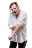 有药物注射器的上瘾者白肤金发的人 库存图片