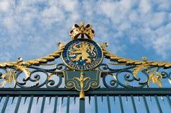 有荷兰皇家象征的门 免版税库存图片