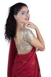 有莎丽服衣裳的美丽的印地安妇女 免版税库存照片