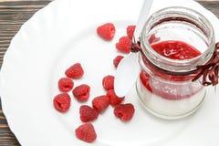 有莓果冻的潘纳陶砖 免版税库存照片