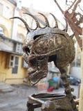 有莫霍克族的金属头骨 免版税库存图片