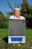 有菜单板的厨师 库存图片