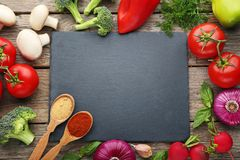 有菜的切板 免版税库存图片