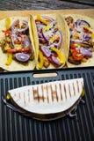 有菜的墨西哥玉米粉薄烙饼套 免版税库存图片
