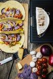 有菜的墨西哥玉米粉薄烙饼套 免版税库存照片