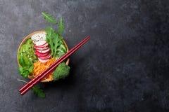 有菜的捅碗 免版税图库摄影