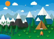有营火的夏天露营地 免版税库存照片