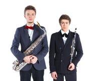 有萨克斯管和单簧管的男孩 免版税库存图片