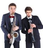 有萨克斯管和单簧管的男孩 库存图片