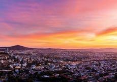 有落下的太阳的克雷塔罗墨西哥 库存照片