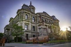 有落日的哈里森县法院大楼 免版税库存图片