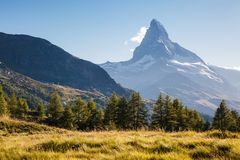 有著名高峰马塔角的伟大的全景 地点地方Swis 免版税库存照片