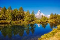 有著名高峰马塔角的伟大的全景 地点地方Swis 免版税库存图片