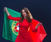有葡萄牙的旗子的美丽的妇女 免版税库存图片