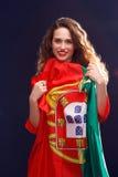 有葡萄牙的旗子的美丽的深色的妇女 免版税库存图片