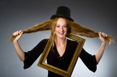 有葡萄酒帽子的妇女 库存图片