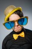 有葡萄酒帽子的滑稽的人 库存照片