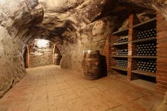 有葡萄酒库的隧道 库存照片