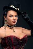 有葡萄酒枪的女孩在steampunk样式 免版税库存照片